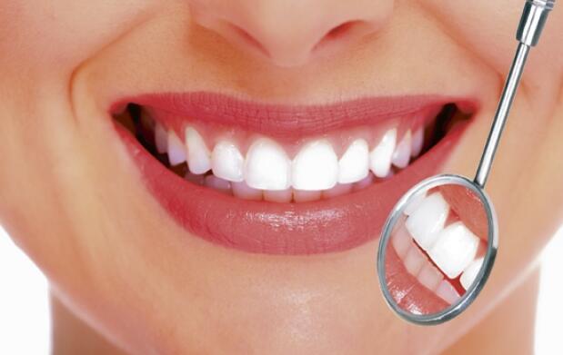 Higiene y Blanqueamiento dental por LED