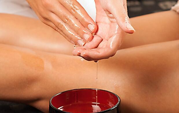 Masaje sensitivo con aceite aromático