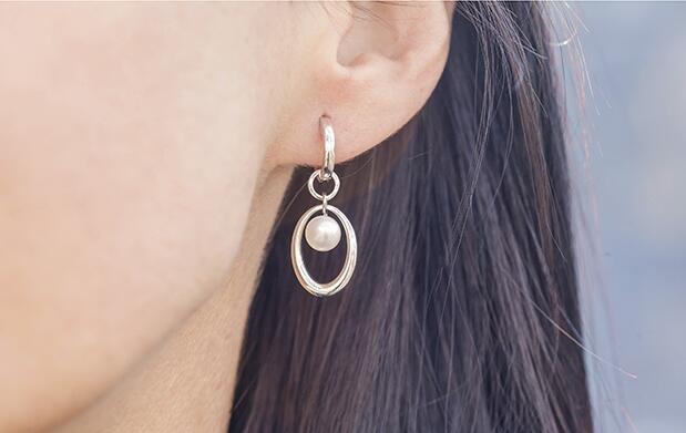 Tratamiento de lobuloplastia en ambas orejas