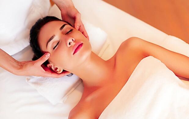 Masaje cráneo facial antiedad