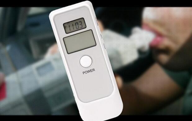 Alcoholímetro con reloj y alarma