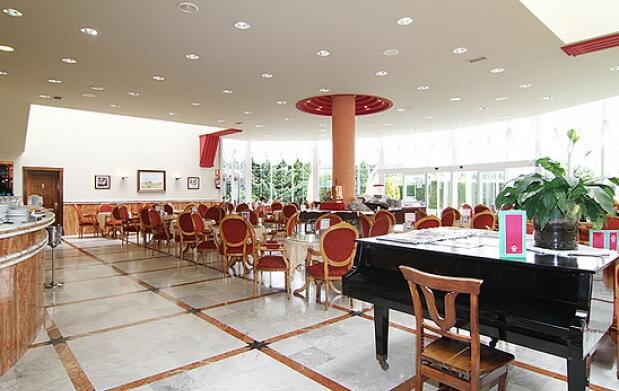 Gijón, un 4* para 2 , desayuno y almuerzo gourmet