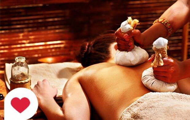 Masaje relajante ayurvédico con pindas