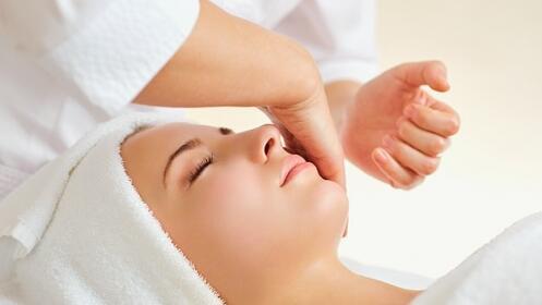 Tratamiento facial de lujo con efecto lifting.