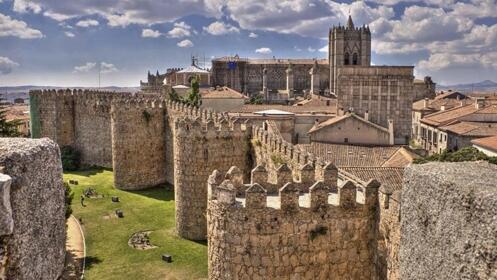 Ávila: 1 ó 2 noches para 2 personas con desayuno y opción a comida o cena