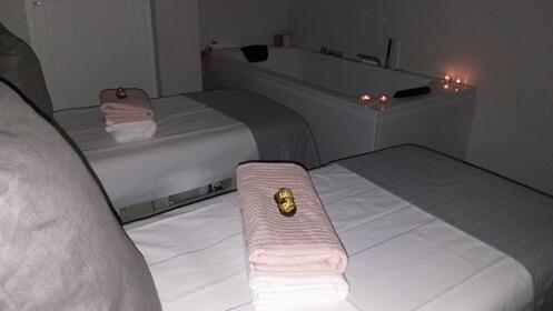 Disfruta de un masaje relajante en pareja