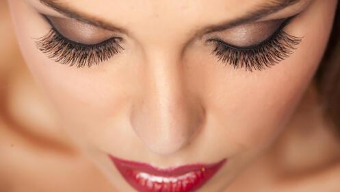 Potencia tu mirada con extensiones de pestañas pelo a pelo