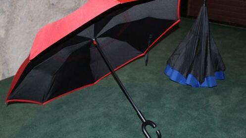 Novedoso y original paraguas reversible