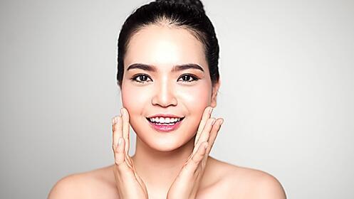 Tratamiento facial con exfoliación y más